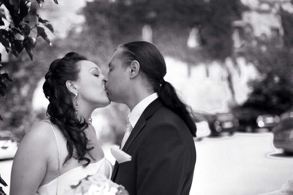 Zeit für Gefühle. Brautpaar und Fotograf ganz alleine.