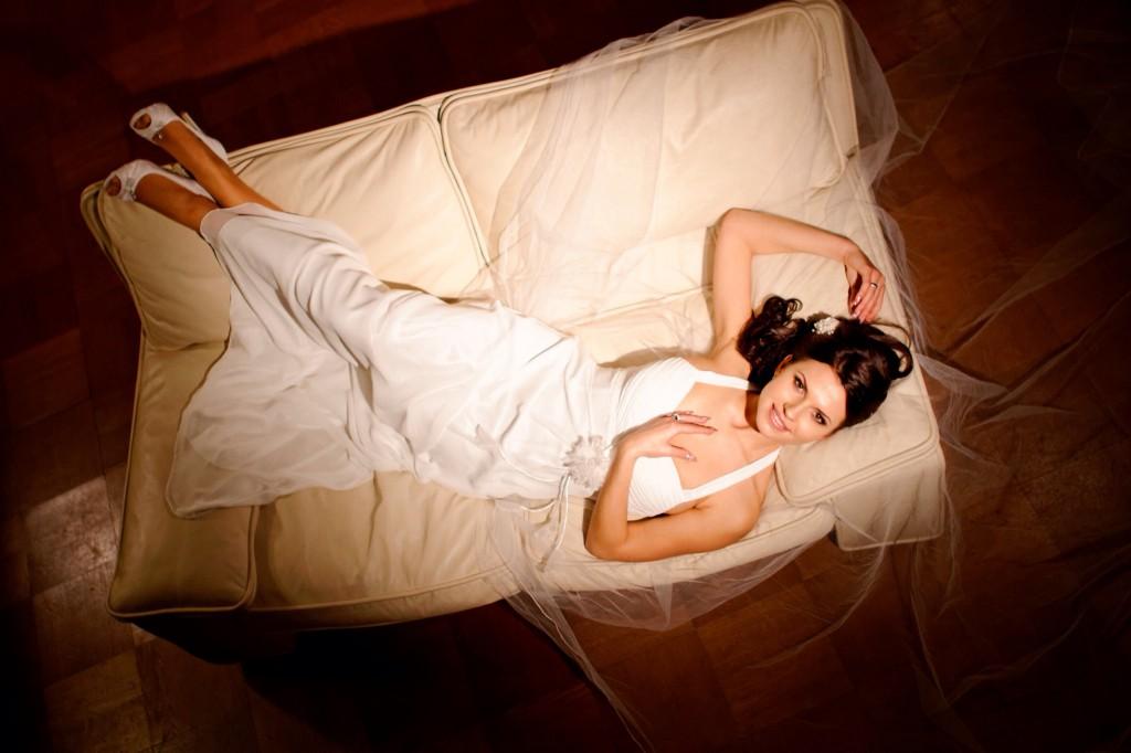 Zwischen Trauung und Kaffeetafel: Zeit für ein paar Brautfotos nutzen.