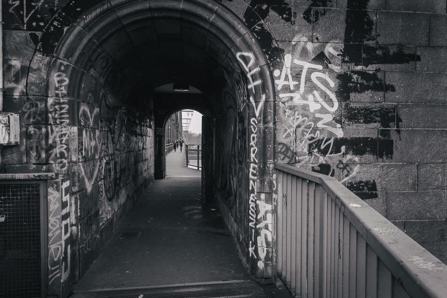 Durchgang zur Hauptbrücke